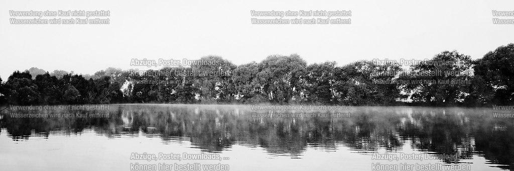 Morgentau | Dampfender See in den Morgenstunden | See, Wasser, Landschaft, Schwarzweiss