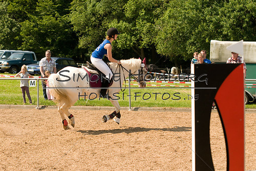 (c)SimoneHomberg_Ponyfest_Sa_20150606_0333