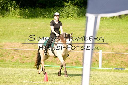 (c)SimoneHomberg_Ponyfest_Sa_20150606_0056