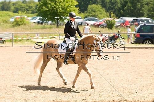 (c)SimoneHomberg_Ponyfest_So_20150607_0014