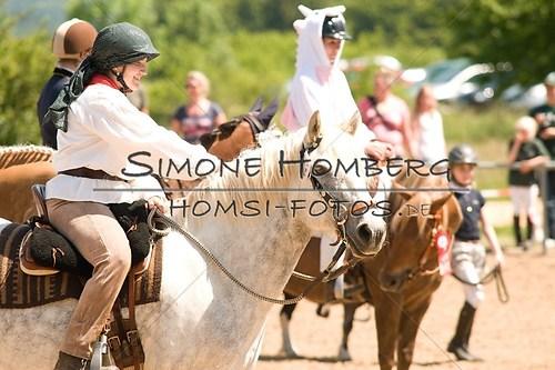 (c)SimoneHomberg_Ponyfest_So_20150607_0042