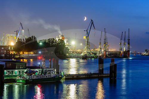 """""""Mond über Hamburger Containerhafen"""" (ZETT_hafen_0820_XXL)"""