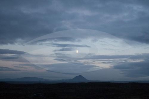 """""""Moon over Keflavík"""" (EISLAND_5815)"""
