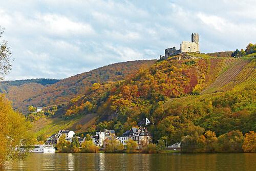 Burg Landshut im Herbst