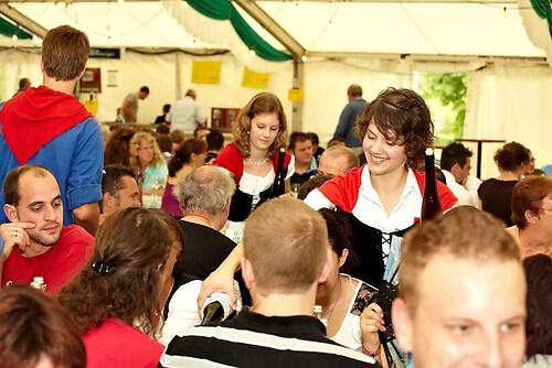 Große Weinprobe im Festzelt