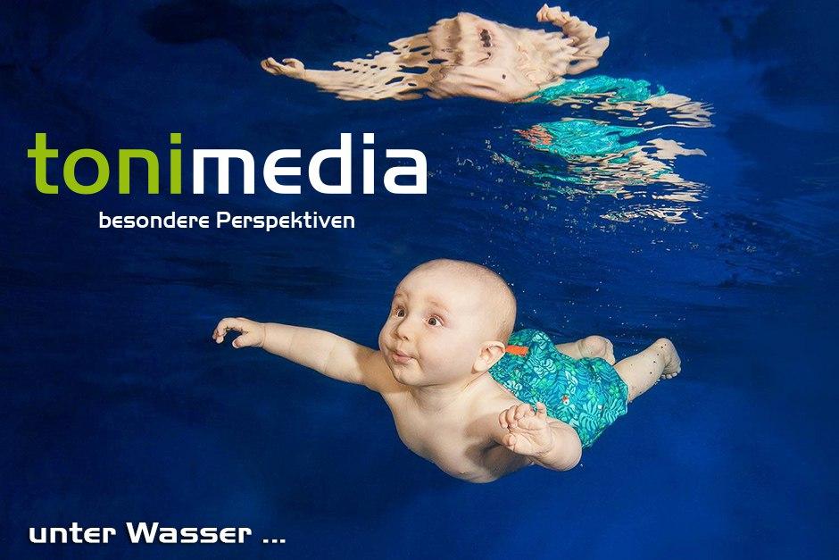 tonimedia-Babyfoto-Unterwasser