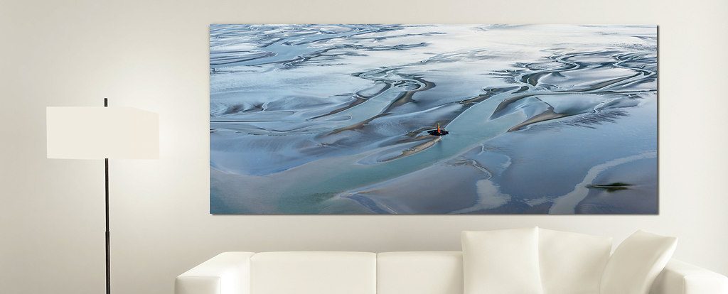 White Couch with an Artwork (Wohnzimmer Hohe Weg_)