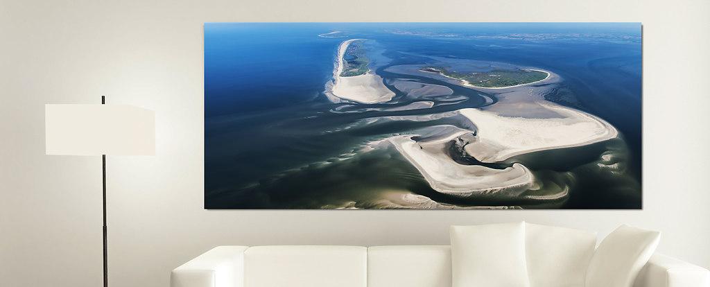 White Couch with an Artwork (Wohnzimmer Juist)