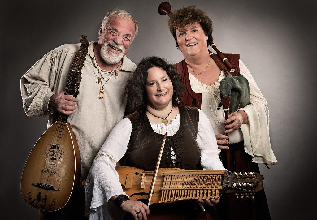   Studio-shooting mit Musikern in mittelalterlichen Kostümen für CD Cover   Gruppe, Gruppenbild, Musiker, Künstler, Porträt, Instrument