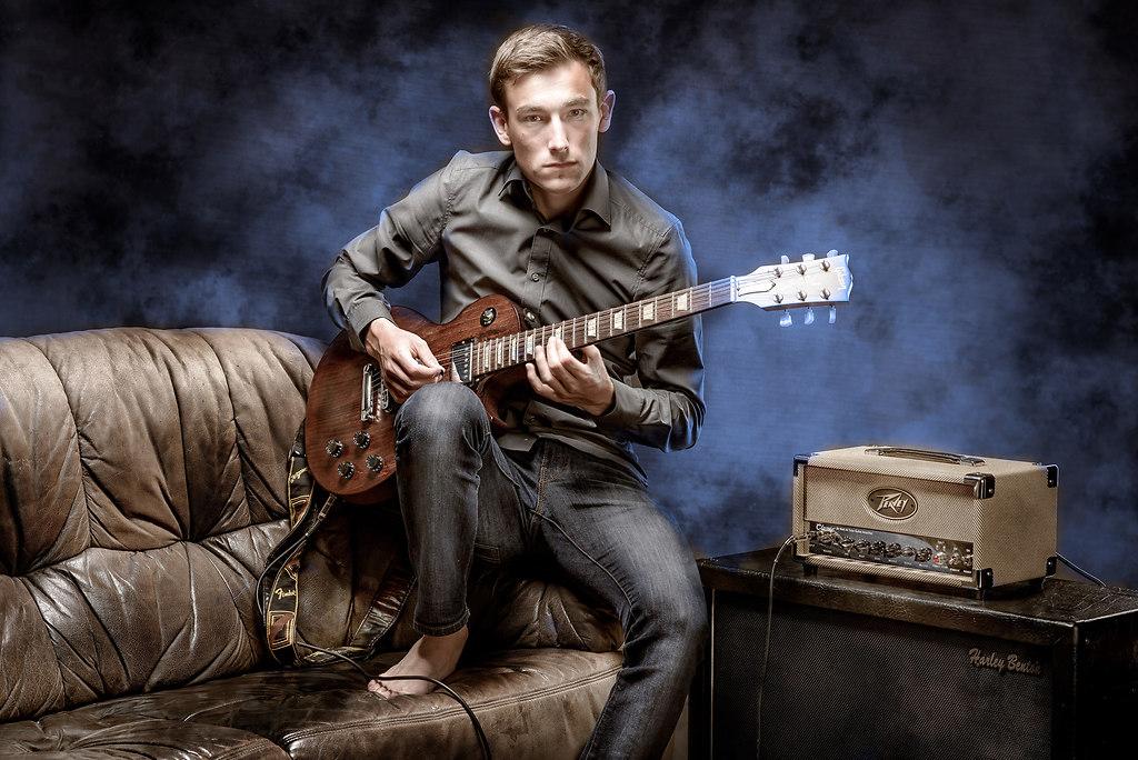   Studioportrait musician / Guitar ©Thomas J.Rittelmann - Studio Unterwerk