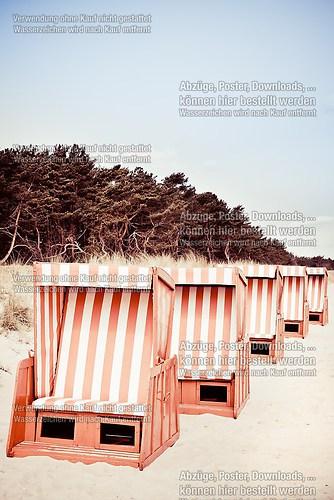 Strandkörbe_rotweiß
