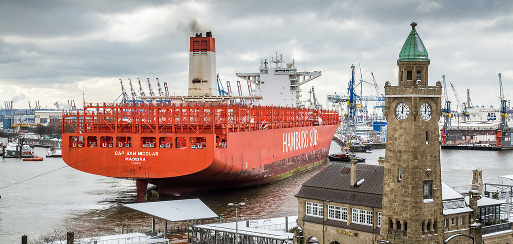 """20180226-7G1A0934   Gegen 12 Uhr Mittags wurde das Containerschiff """"Cap San Nicolas"""" bei Blohm & Voss ins Dock Elbe..."""