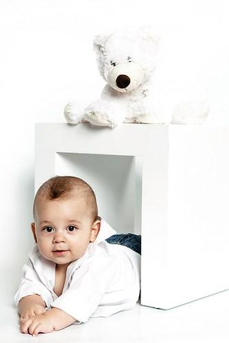Kleiner Junge mit Eisbär