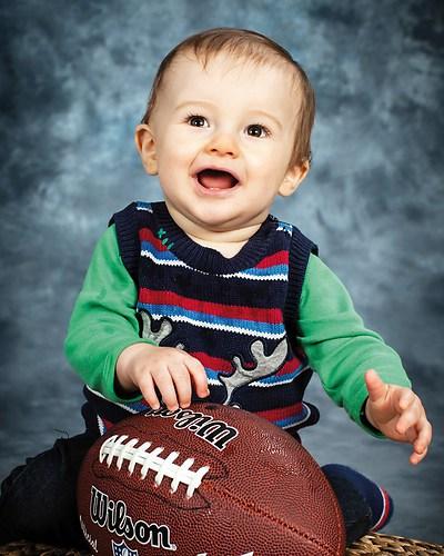 Kleiner Junge mit Football