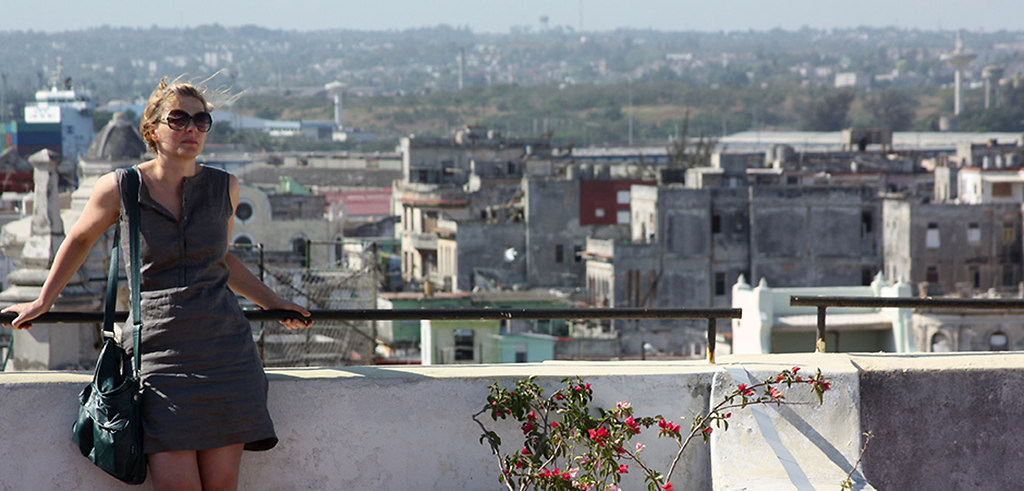 Woman on Roof Top Havanna, 2011 04)  #4304