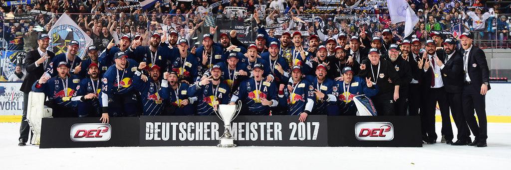 cp-d2-POF5-MUC-WOB17-0393 | Deutscher Meister der DEL 2017: EHC Red Bull München nach dem Spiel zwischen EHC Red Bull... | Eishockey, icehockey, Sport, Sp, DEL, Deutsche Eishockey Liga, german ice hockey league, first german ice hockey league, season 2016/2017, Saison 2016 / 2017, RBM, MUE, MUC, olympia-Eisstadion, Eisstadion, Olympia, EHC Red Bull München, Playoffs, Playoffspiel, final, finals, Finale Spiel 5, final five, Playoff-Spiel, WOB, Grizzlys Wolfsburg, Deutscher Meister 2017, DEL-Meister, DEL-Finalsieg, victory, win, DEL-Finalsieger, Emotion, Emotionen, Freude, Begeisterung, begeistert, froh, fröhlich, emotions, enthusiasm, excitement, fascination, glad, lucky, Jubel, Enthusiasmus, jubelt, beim Jubeln, jubelnd, jubeln, exultation, cheers, cheering, jubilation, rejoicing, cheer, rejoices, rejoice, joy, jubilant, jubilating, Fanblock, Fankurve, Publikum, Zuschauer, Fan, Fans, audience, crowd, supporter, spactators, spactator, viewer, Meisterfoto, Siegerfoto, championsphoto, champions photo