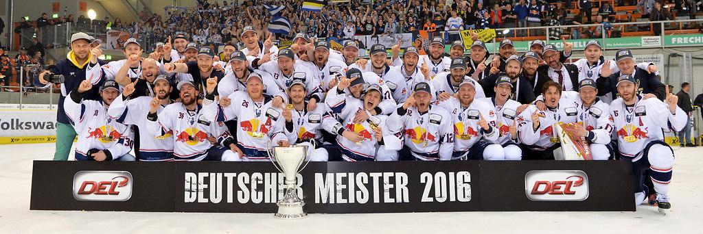 cp-d2-PO4-WOB-EHCM-0395 | EHC Red Bull München ist Deutscher Meister 2016  nach dem Spiel zwischen den Grizzlys Wolfsburg... | Eishockey, icehockey, Sport, Sp, season 2015/2016, Saison 2015 / 2016, DEL, german icehockey league, Playoffs, Playoff-, Finale, final, F4, Finale 4, final 4, Spiel 4, game four, game 4, WOB, Grizzlys Wolfsburg, Red Bull Muenchen, EHC RB Münchem, RB München, playoff-finale, Munich, Meisterfoto, Deutscher Meister, DEL Meister, DEL Meisterschaft, winner photo, Jubel, Freude, Begeisterung, Enthusiasmus, jubelt, beim Jubeln, jubelnd, jubeln, emotions, exultation, cheers, cheering, jubilation, rejoicing, cheer, rejoices, rejoice, joy, jubilant, jubilating