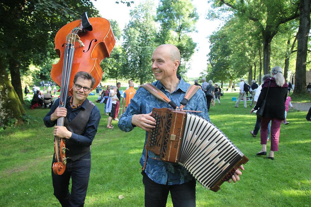 Musikfest Stocksee (fotonick-AN--6069) | Musikfest Stocksee-Markku Lepistö, AkkordeonPekka Lehti, Kontrabass-Foto Axel Nickolaus | fotonick Kiel, nick Kiel