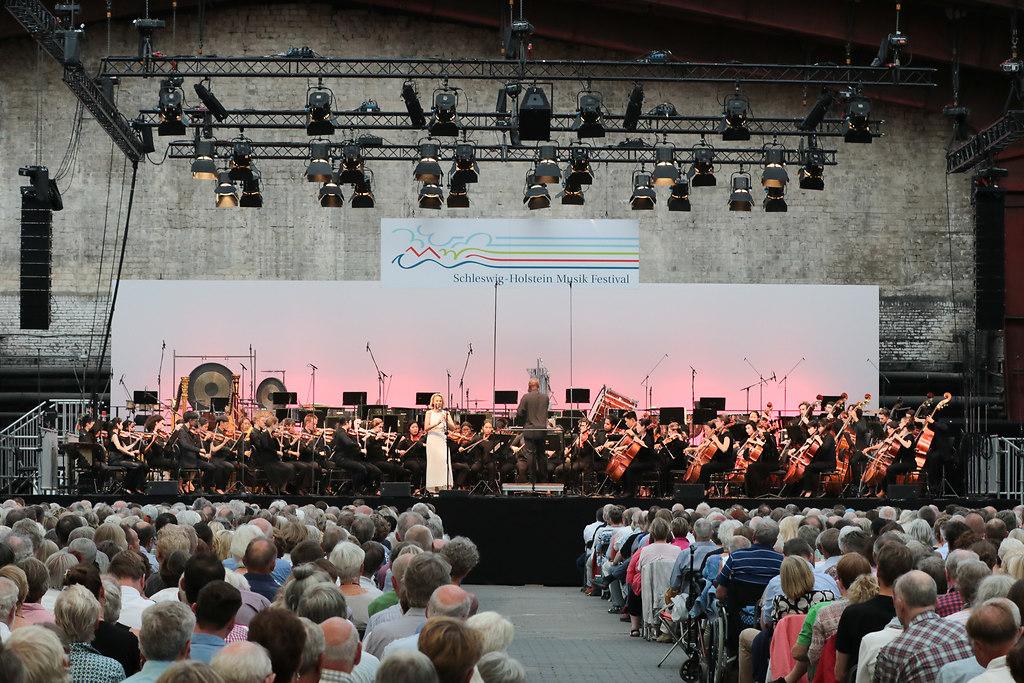 The Big Bernstein II (fotonick--3379) | Sabine Meyer Klarinette Schleswig-Holstein Festival OrchestraWayne Marshall Dirigent-Foto Axel... | fotonick Kiel