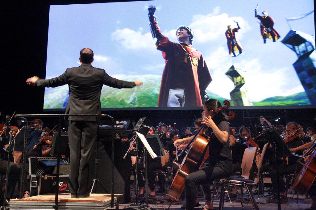 Harry Potter und das SHFO (fotonick--9714) | Schleswig-Holstein Festival Orchestra Justin Freer DirigentHarry Potter und der Stein der... | fotonick Kiel