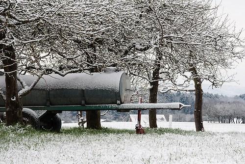 105x70 Wasserfass unter Schnee
