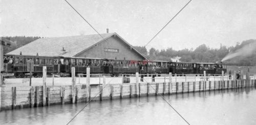 Chiemseebahn um 1890 mit Halle