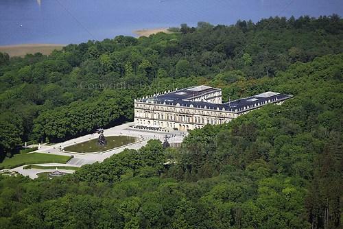Herrenchiemsee und Schloss Herrenchiemsee (Schloss Herrenchiemsee Luft-07-0509)