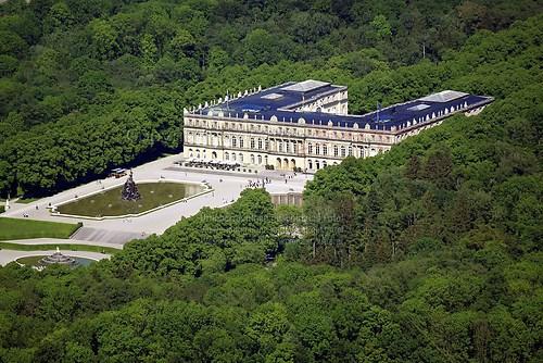 Herrenchiemsee und Schloss Herrenchiemsee (Schloss Herrenchiemsee Luft-12-0509)