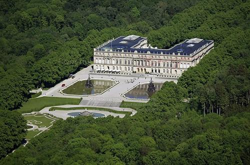 Herrenchiemsee und Schloss Herrenchiemsee (Schloss Herrenchiemsee Luft-15-0509)