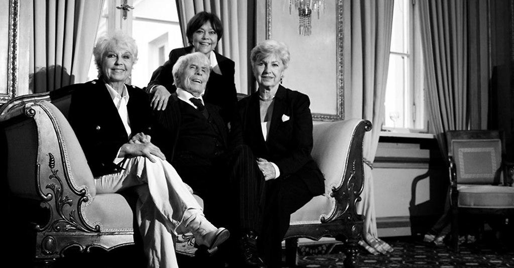 _MG_1013-2st | Johannes (Jopi) Heesters, der am 05.12.2009 seinen 105  Geburtstag gefeiert hat, eingerahmt von... | Fernsehen, Schauspieler, aktiv, Methusalem, alt, 100 jährig, Bühnenkünstler